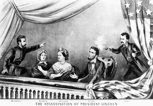 Tổng thống Lincoln bị bắn thẳng vào đầu khi đang xem hài kịch cùng phu nhân.