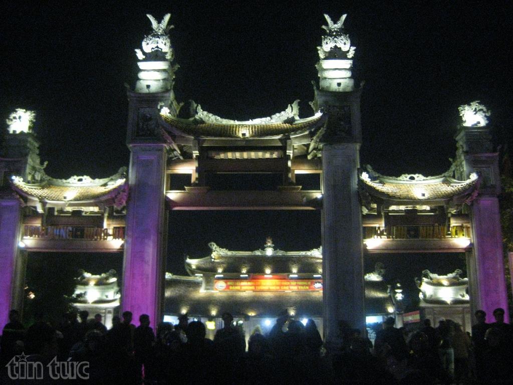 Tối 9/2 (tức ngày 13 tháng Giêng năm Đinh Dậu), UBND huyện Hưng Hà (tỉnh Thái Bình)đã tổ chức khai mạc lễ hội đền Trần Thái Bình năm 2017 tại di tích ...