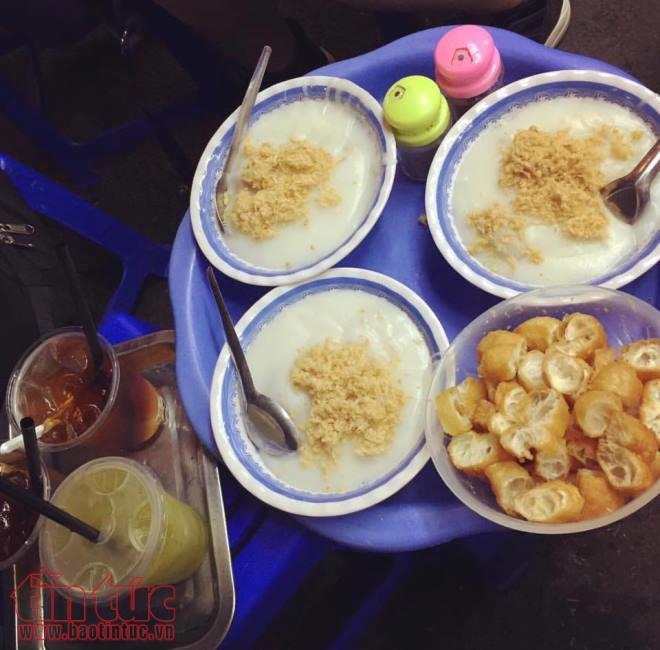 Mở vào ban đêm, đông khách, đồ ăn ngon là đặc điểm chung của những quán ăn  đêm nức tiếng Hà Nội này.