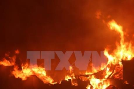 Đang ngủ thì cháy nhà, hai vợ chồng kịp thời thoát hiểm