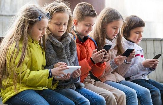 Kết quả hình ảnh cho học sinh cấm dùng điện thoại