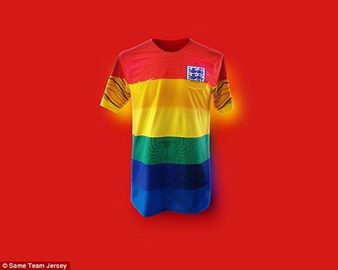 Họ tiến hành sáng tạo mẫu áo bằng cách ghép màu sắc áo đấu được 32 đội bóng  sử dụng tại World Cup 2018.