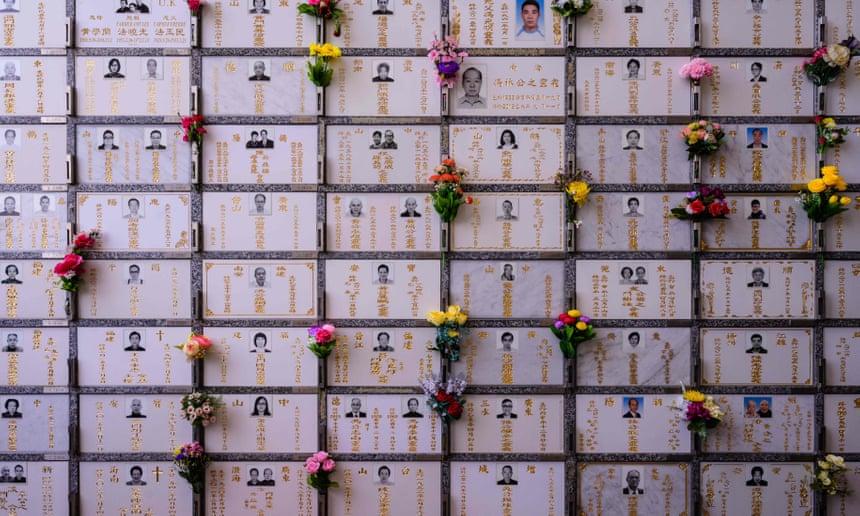 Các hộc đặt tro cốt nhỏ như hộp đựng giày ở Hong Kong. Ảnh: AFP/Getty Images