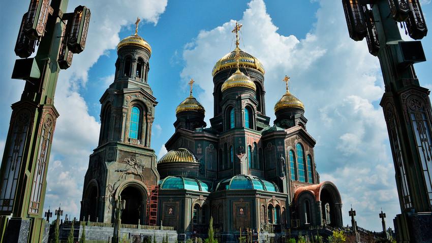 Chùm ảnh: Nhà thờ Đen làm từ xe tăng Đức Quốc xã của Quân đội Nga
