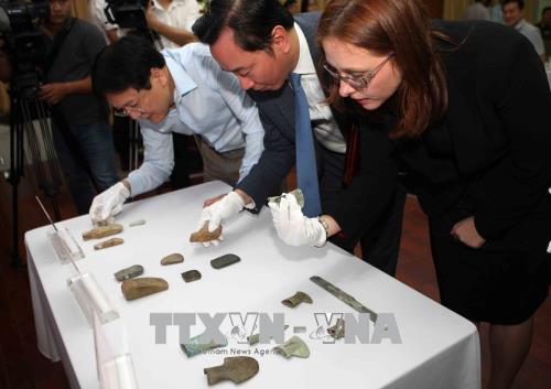 Tiếp nhận 18 cổ vật Việt Nam hồi hương từ Đức