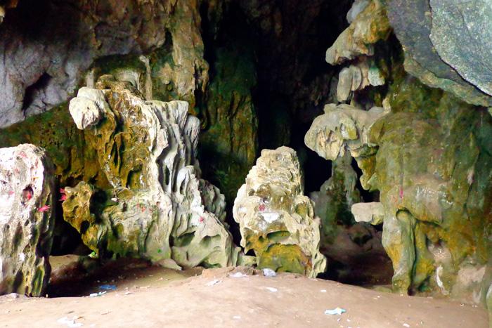 Cửa chính vào động Pa Thơm. Ảnh: baodienbienphu.info.vn