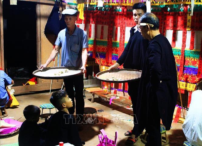 Một nghi thức cúng trong lễ Tủ Cải của đồng bào dân tộc Dao Quần chẹt ở xã Huổi Só, huyện Tủa Chùa (Điện Biên). Ảnh minh họa: Phan Tuấn Anh/TTXVN