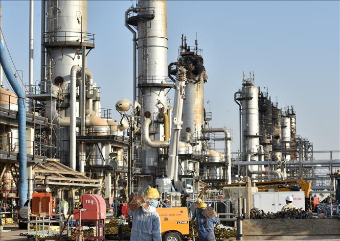 Giá dầu châu Á đi lên sau khi Saudi Arabia cam kết cắt giảm thêm sản lượng