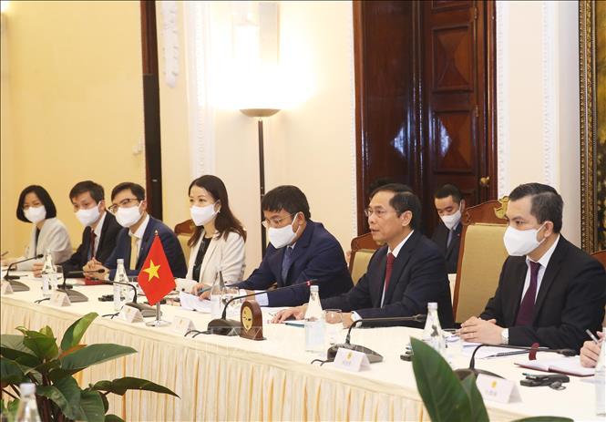 Bộ trưởng Ngoại giao Bùi Thanh Sơn phát biểu tại cuộc hội đàm với Bộ trưởng Ngoại giao Trung Quốc Vương Nghị.