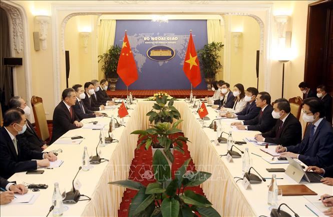 Bộ trưởng Ngoại giao Bùi Thanh Sơn hội đàm với Bộ trưởng Ngoại giao Trung Quốc Vương Nghị.