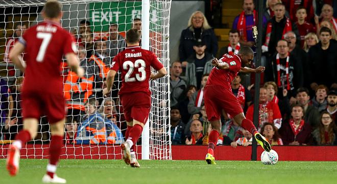 """Sturridge được ví như Torres sau """"pha bỏ lỡ thế kỷ"""" trước Chelsea"""