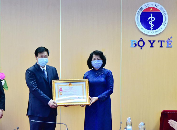 Bệnh viện Bệnh nhiệt đới Trung ương được tặng thưởng Huân chương Lao động hạng Ba vì thành tích chống dịch COVID-19