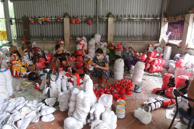 Làng nghề đồ chơi truyền thống tất bật mùa Trung thu - 1