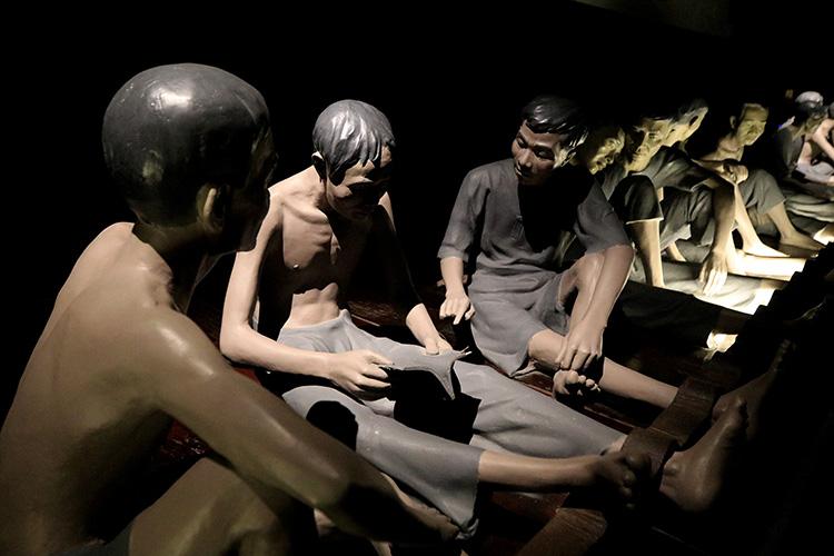 Đêm thiêng liêng ở nhà tù Hỏa Lò tri ân các anh hùng thương binh liệt sĩ