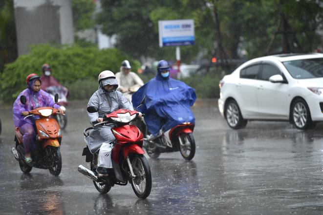 Hà Nội trời mưa, gió đông bắc cấp 2 - 3. Ảnh: Lê Phú
