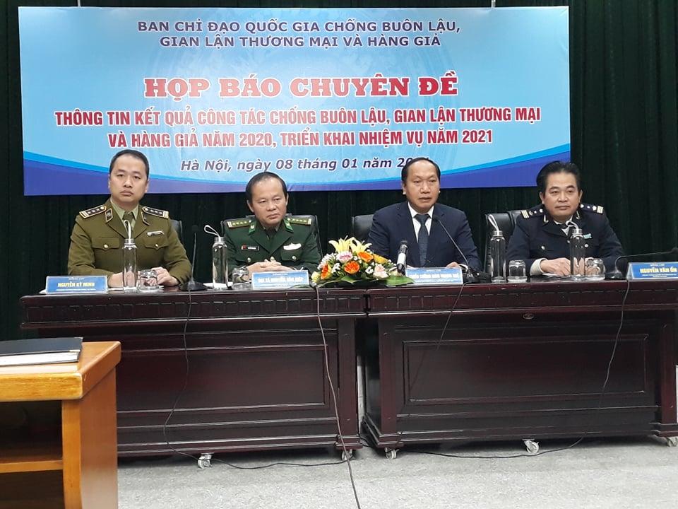 Hải quan nói gì về vụ 92 xe tải chở hàng Trung Quốc không có người nhận? |  baotintuc.vn