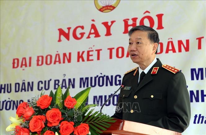 Đại tướng Tô Lâm, Ủy viên Bộ Chính trị, Bộ trưởng Bộ Công an phát biểu tại ngày hội Đại đoàn kết toàn dân tộc tại huyện Mường Nhé. Ảnh: Phan Tuấn Anh/TTXVN