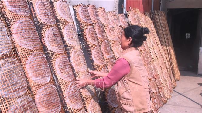 Làng nghề làm bánh đa nem Thiệu Châu nhộn nhịp vào vụ Tết
