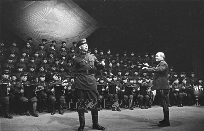 75 năm chiến thắng phát xít: Những bài ca vượt qua lửa đạn - Bài 1: Cuộc chiến tranh thần thánh