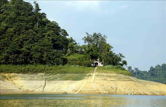 Đền Pác Tạ - điểm du lịch tâm linh trên hồ thủy điện Tuyên Quang.