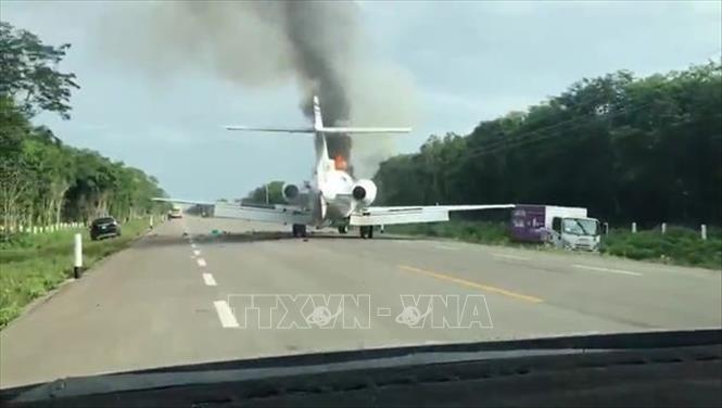 Nghi ngờ máy bay bốc cháy chở hàng trăm kg ma túy