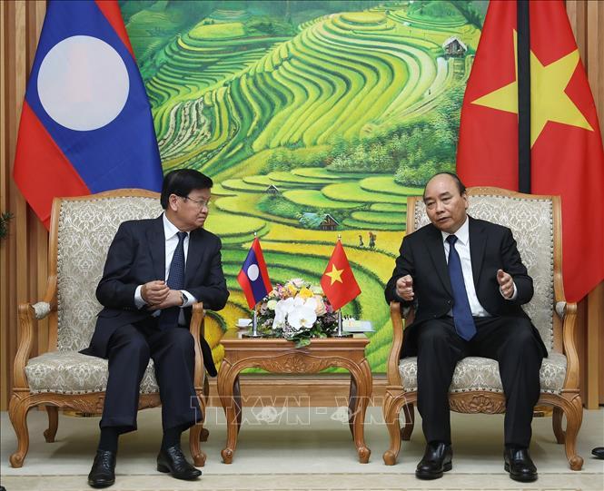 Thủ tướng Nguyễn Xuân Phúc và Thủ tướng Lào Thongloun Sisoulith hội đàm hẹp. Ảnh: Lâm Khánh/TTXVN
