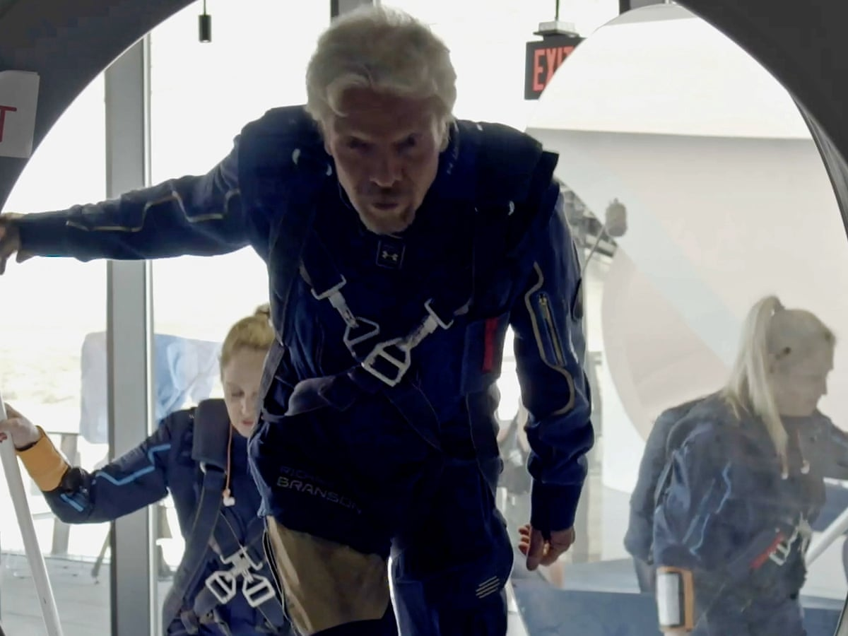 Tàu chở tỷ phú Anh Richard Branson bay vào vũ trụ