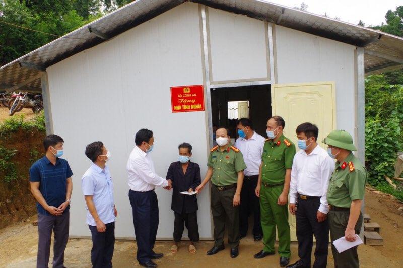 Bộ Công an hỗ trợ huyện Trạm Tấu làm 100 ngôi nhà cho các hộ nghèo