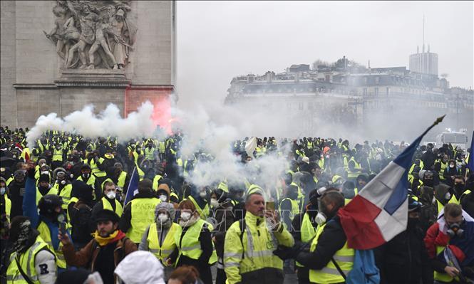 Kết quả hình ảnh cho Phong trào 'áo vàng' khiến đa số người Pháp thay đổi thói quen mua sắm