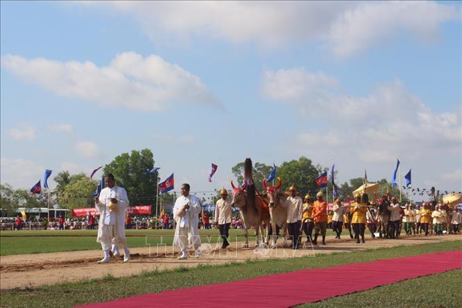 Người dân Campuchia hào hứng với lễ ''Vua đi cày''