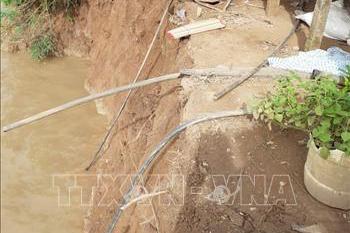 Di dời khẩn cấp 2 hộ dân trong vùng sạt lở ở khu vực kênh Xáng