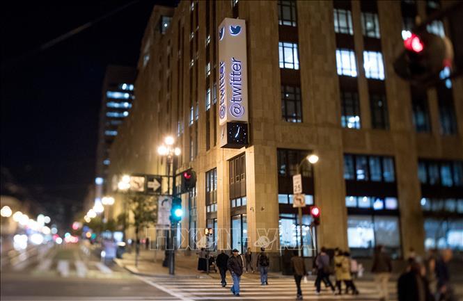 Twitter buộc gần 5.000 nhân viên trên toàn cầu làm...