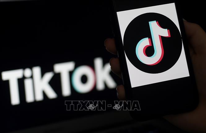 Biểu tượng TikTok trên màn hình điện thoại di động tại Arlington, Virginia, Mỹ. Ảnh: AFP/TTXVN