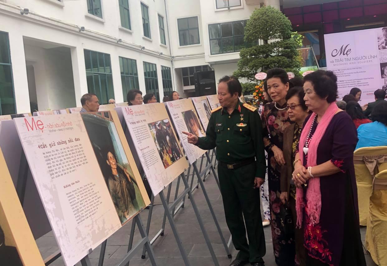 Triển lãm 'Mẹ' - Tôn vinh hình ảnh người Mẹ Việt Nam