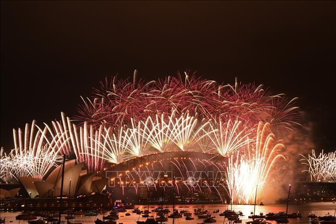 Hình ảnh thế giới rực rỡ pháo hoa đón mừng năm mới 2021