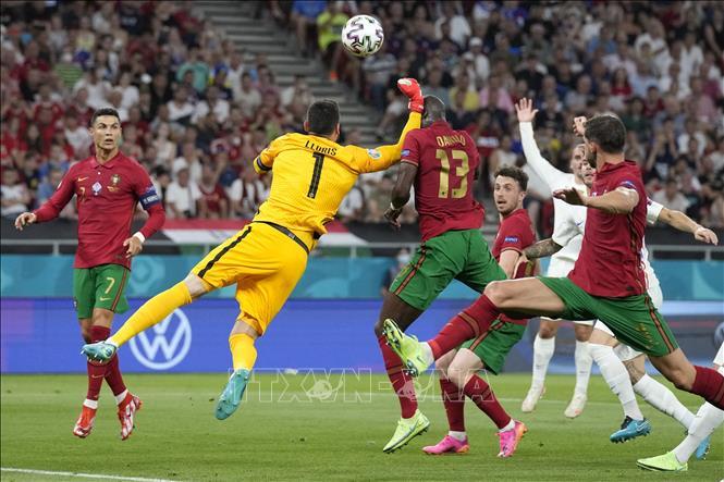 EURO 2020: Pha đấm bóng nguy hiểm của Hugo Lloris bị chỉ trích