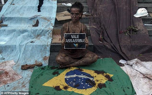 Người dân biểu tình phản đối công ty Vale. Ảnh: AFP