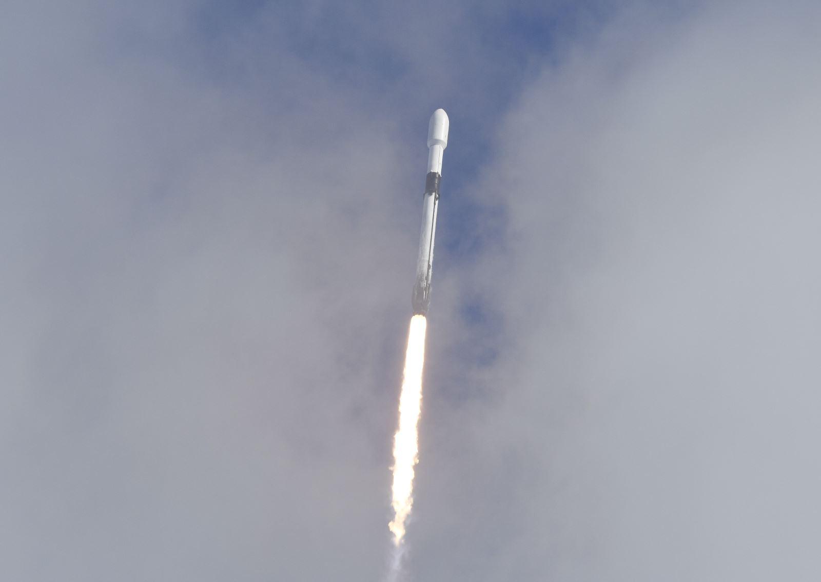 Space X giành hợp đồng phát triển tàu vũ trụ đưa người lên Mặt Trăng của NASA