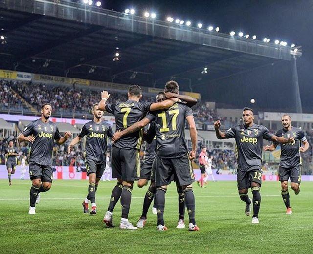 """Xem con trai Ronaldo ghi bàn """"dễ như ăn kẹo"""" trong màu áo Juventus nhí"""