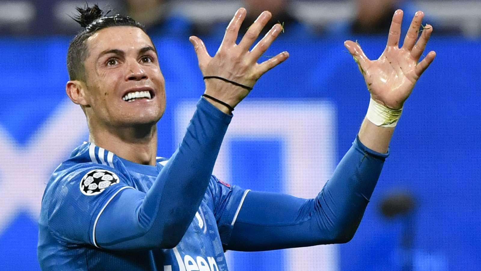 Ronaldo dạy con rửa tay, cùng Messi cổ vũ phong trào ở trong nhà ngày COVID-19