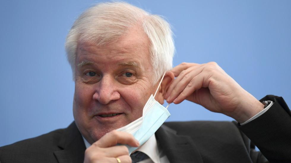 Bộ trưởng Nội vụ Đức mắc COVID-19 sau khi tiêm vaccine