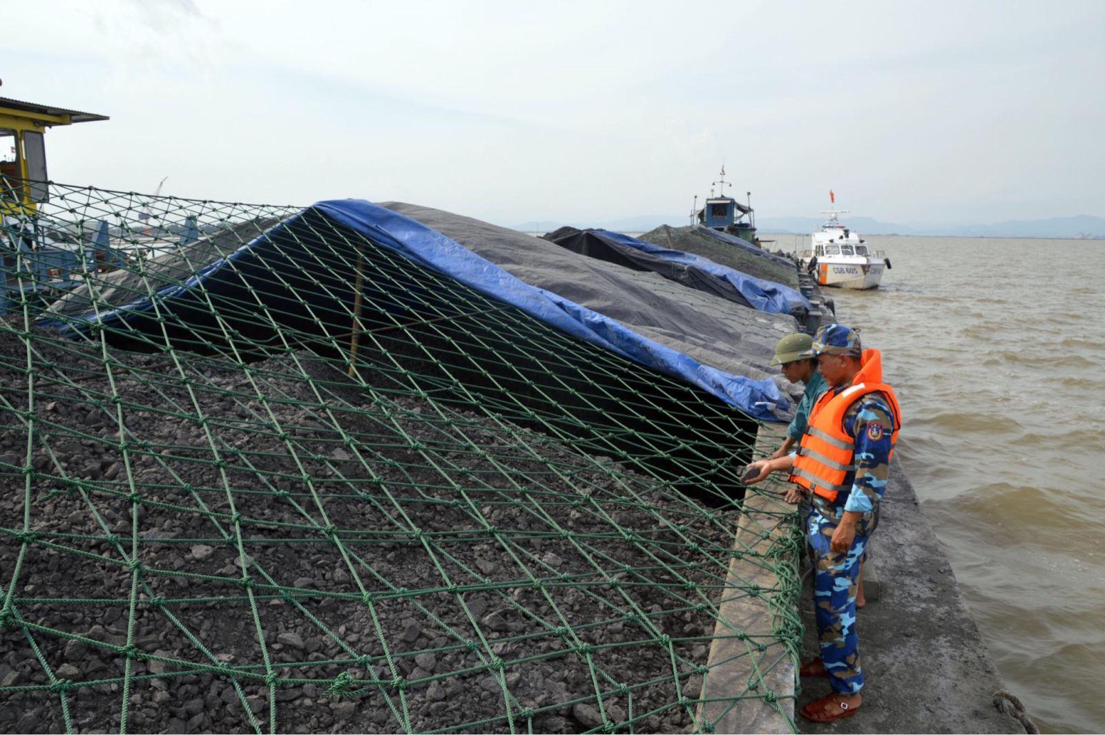 Cảnh sát biển tạm giữ 2.000 tấn than không rõ nguồn gốc