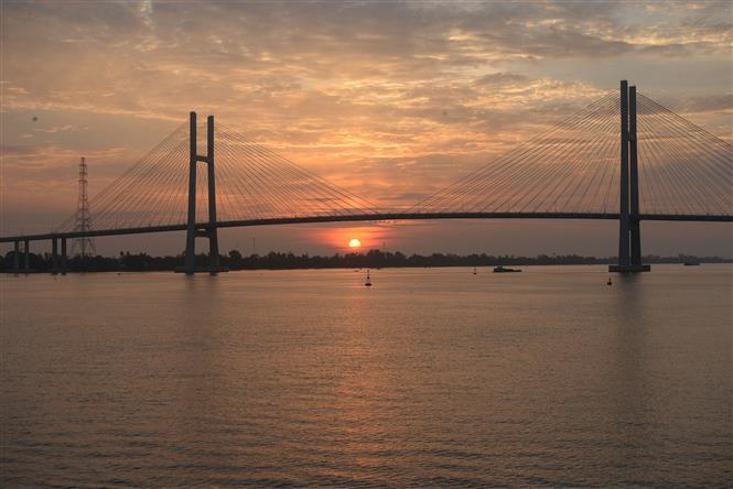 Cầu Cao Lãnh kết nối đôi bờ sông Tiền. Ảnh: Nguyễn Văn Trí/TTXVN