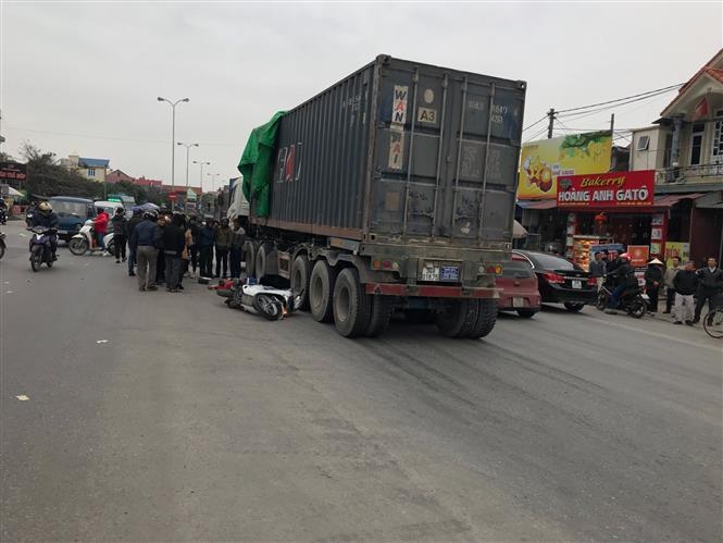 Nhiều vụ tai nạn giao thông xảy ra trên tuyến QL5 do vạch phân làn đường mờ, không rõ. Ảnh: TTXVN.