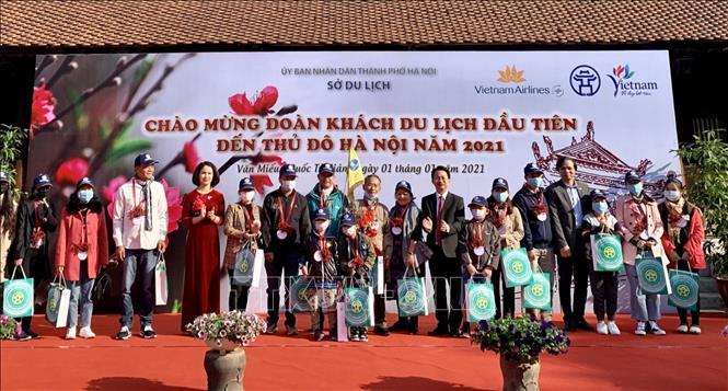 Hà Nội đón đoàn khách du lịch đầu tiên 'xông đất' năm 2021