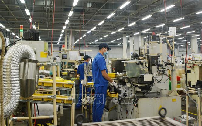 Tin Kinh tế: Nhiều công nhân phấn khởi trở lại làm việc sau thời gian dài giãn cách xã hội
