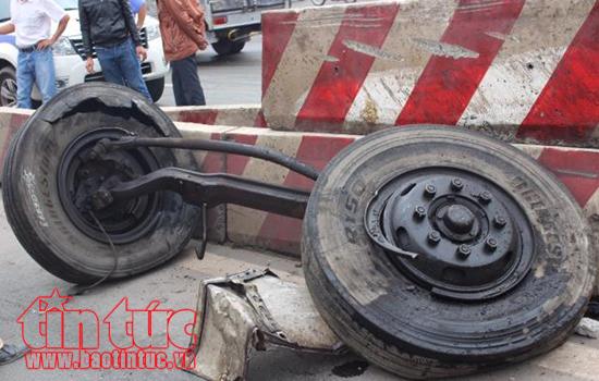 Xe tải mất lái đâm liên hoàn khiến ít nhất 14 người thiệt mạng