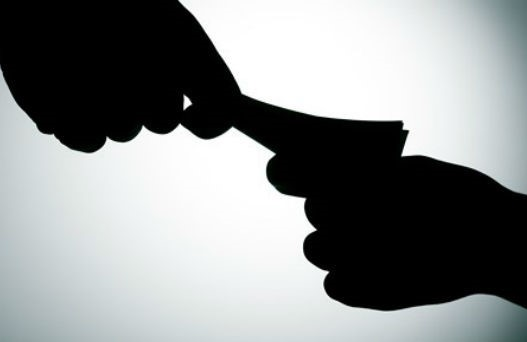 Đình chỉ công tác một cán bộ thuế Đắk Nông để phục vụ công tác điều tra
