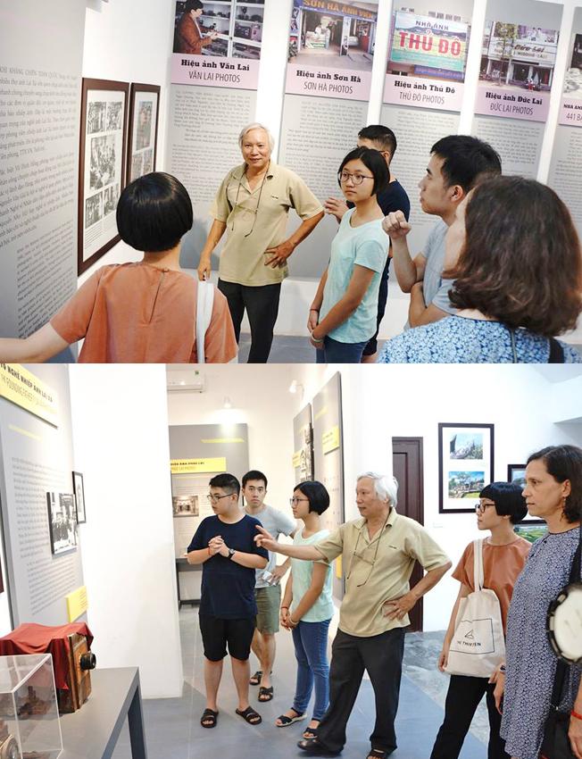 PGS.TS Nguyễn Văn Huy đưa khách tham quan Bảo tàng Nhiếp ảnh Lai Xá