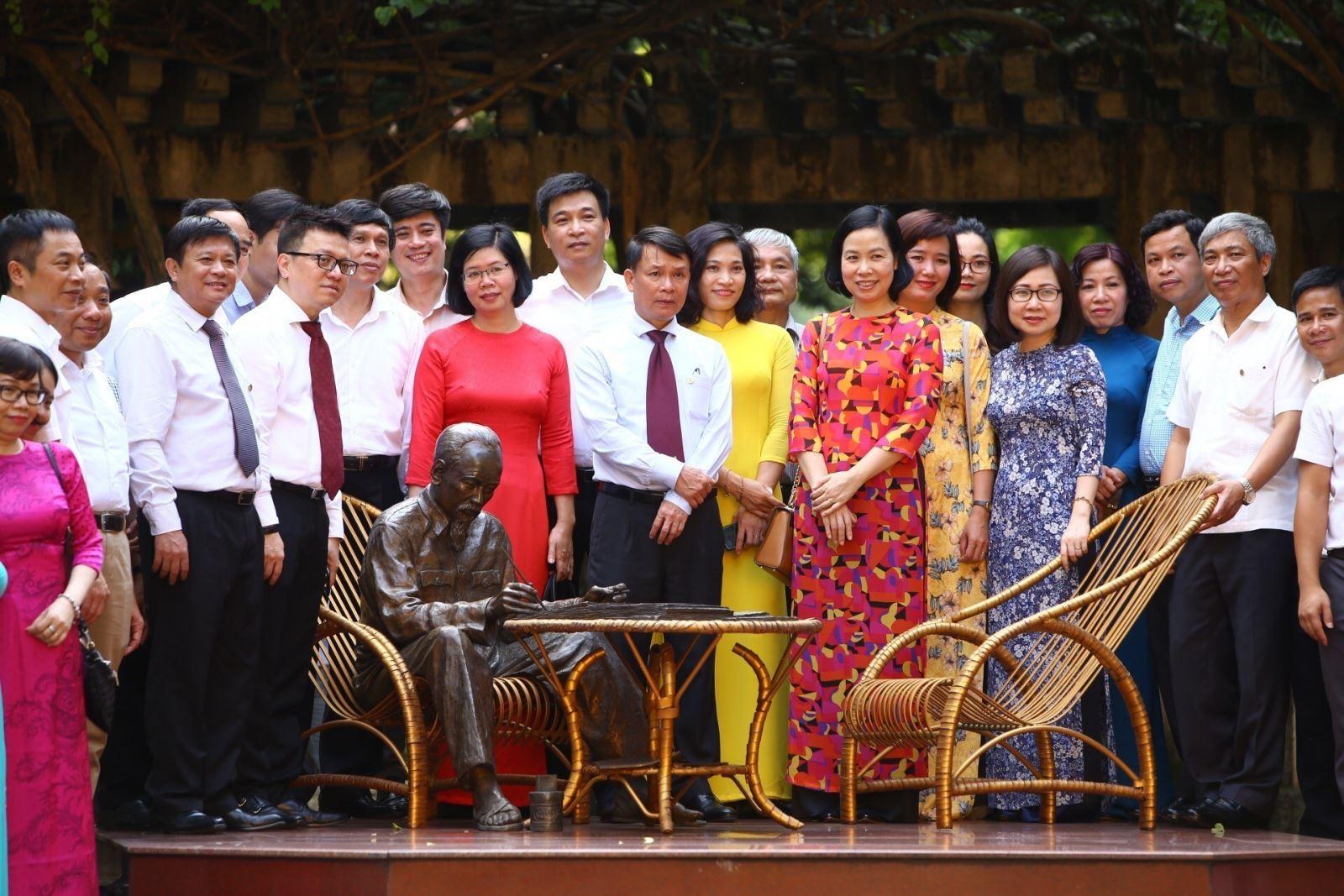 Thông tấn xã Việt Nam làm theo lời Bác dạy về đoàn kết